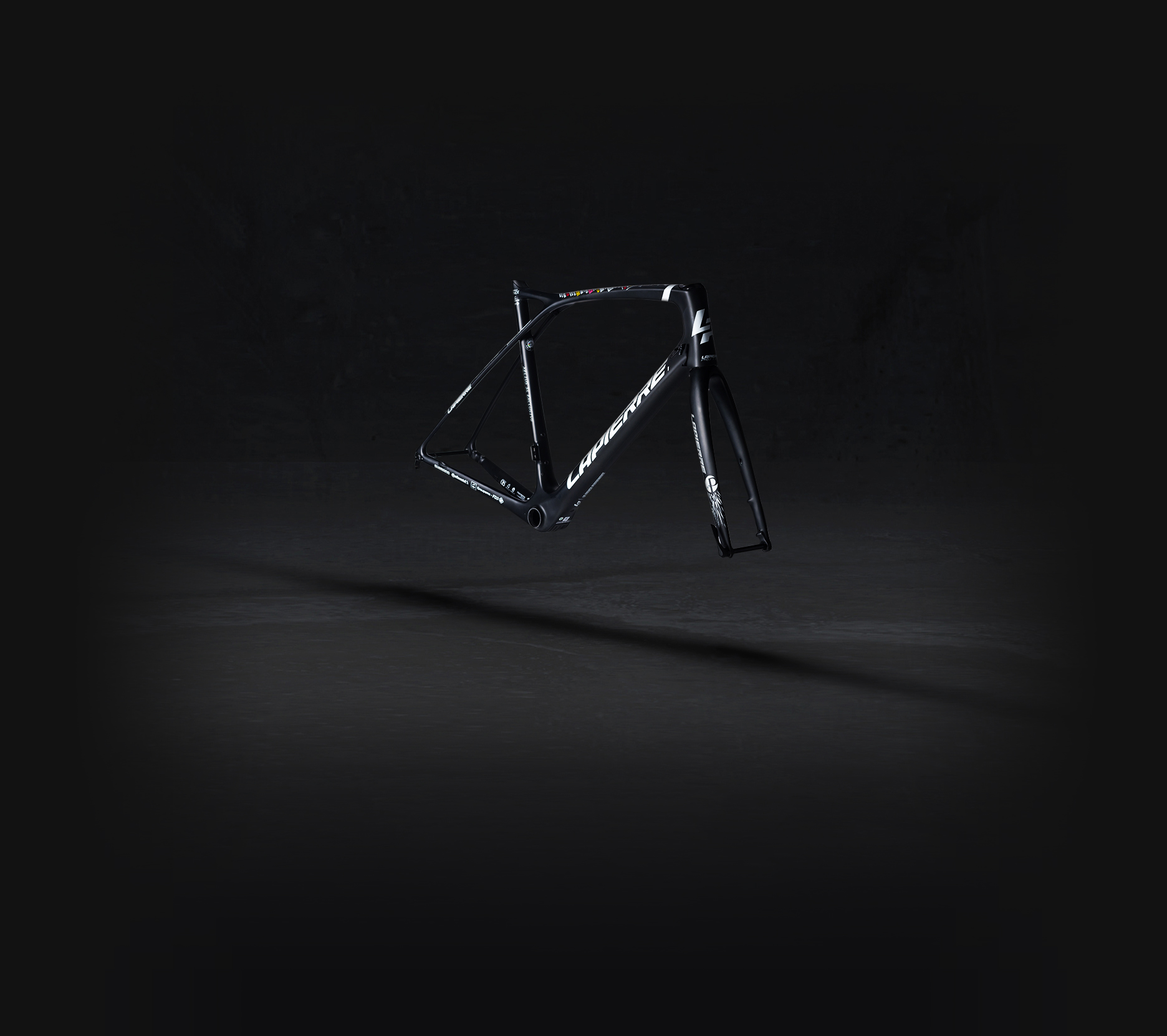 Lapierre Xelius SL Pinot frame kit three-quarter front right side view on a black background